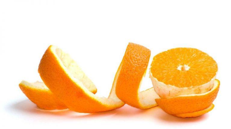 Postre con cáscaras de naranja natural
